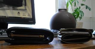 小銭を入れた小さい財布の厚み