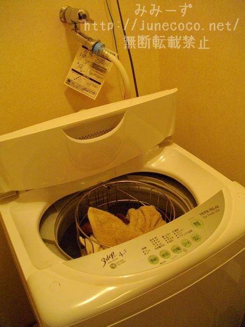 積まれていたタオルは洗濯機内のかごに入れた