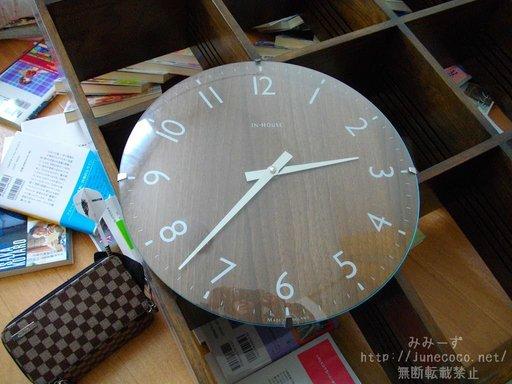 2時37分を指して止まった時計