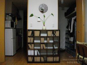 本棚を正面から。