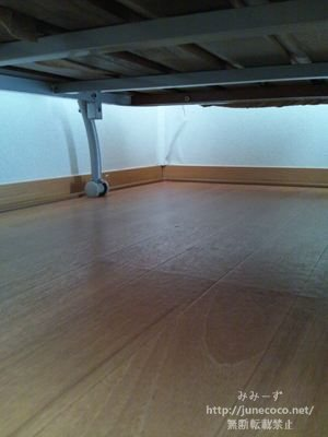 床と同化した配線モール